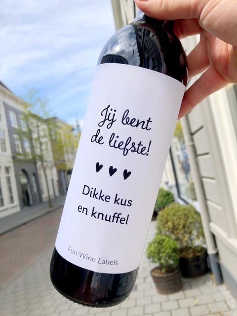 wijnetiket de liefste op een fles wijn
